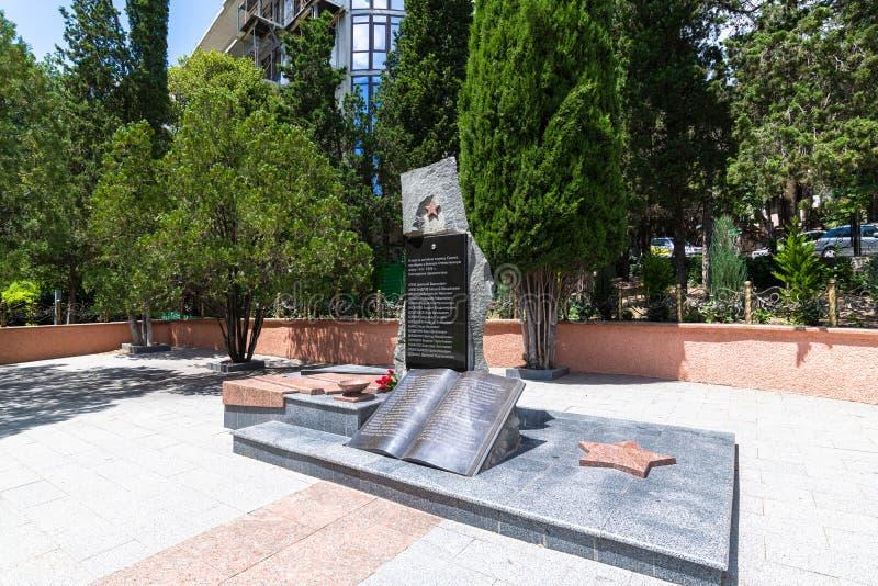 Simeiz, Krim - 1 juli 2019 Monument met namen van inwoners van Simeiz, die overleden zijn in de Tweede Wereldoorlog stock afbeeldingen