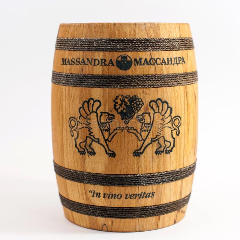 SIMFEROPOL, UKRAINA, Listopad, 12,2016 Drewnianych baryłek Wytwórnia win Massandra pojedynczy białe tło fotografia royalty free