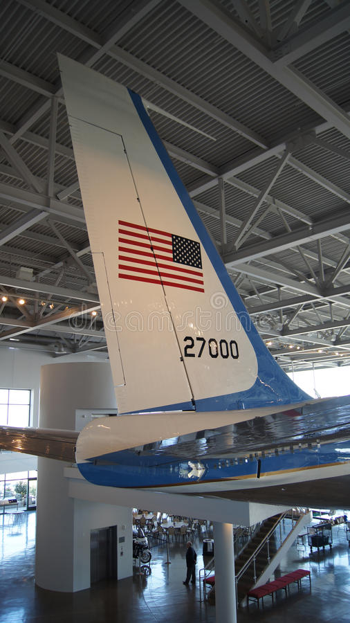 SIMI VALLEY, CALIFORNIA, ESTADOS UNIDOS - 9 DE OCTUBRE DE 2014: Air Force One Boeing 707 e infante de marina 1 en la exhibición e imagen de archivo libre de regalías