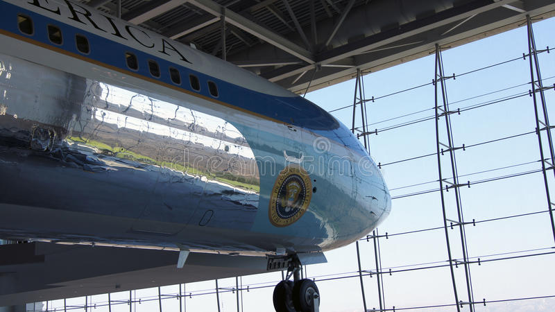 SIMI VALLEY, CALIFORNIA, STATI UNITI - 9 OTTOBRE 2014: Air Force One Boeing 707 e marinaio 1 su esposizione al Reagan fotografia stock