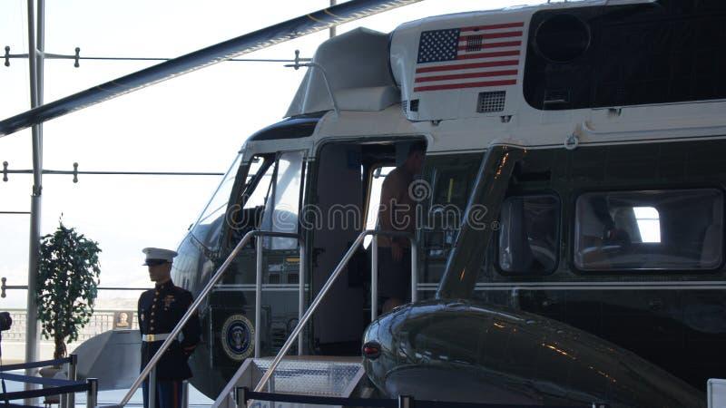 SIMI VALLEY, CALIFORNIA, STATI UNITI - 9 OTTOBRE 2014: Air Force One Boeing 707 e marinaio 1 su esposizione al Reagan immagini stock libere da diritti