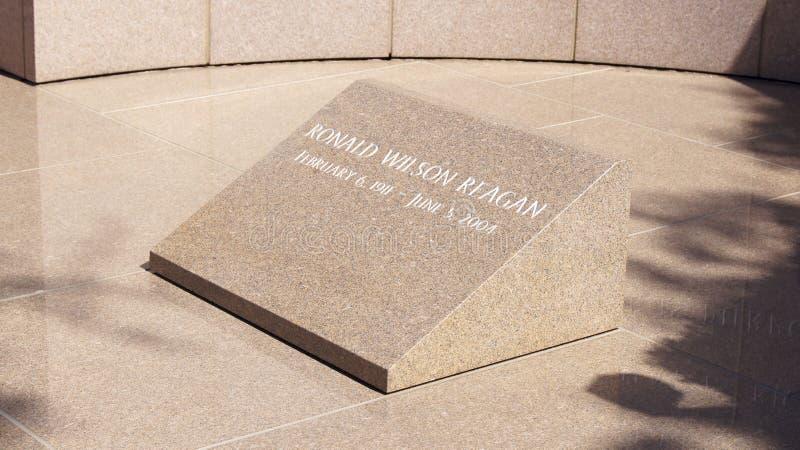 SIMI VALLEY KALIFORNIEN, FÖRENTA STATERNA - OKTOBER 9th, 2014: Ställe för ` s för president Ronald Reagan sista vila på arkivfoton