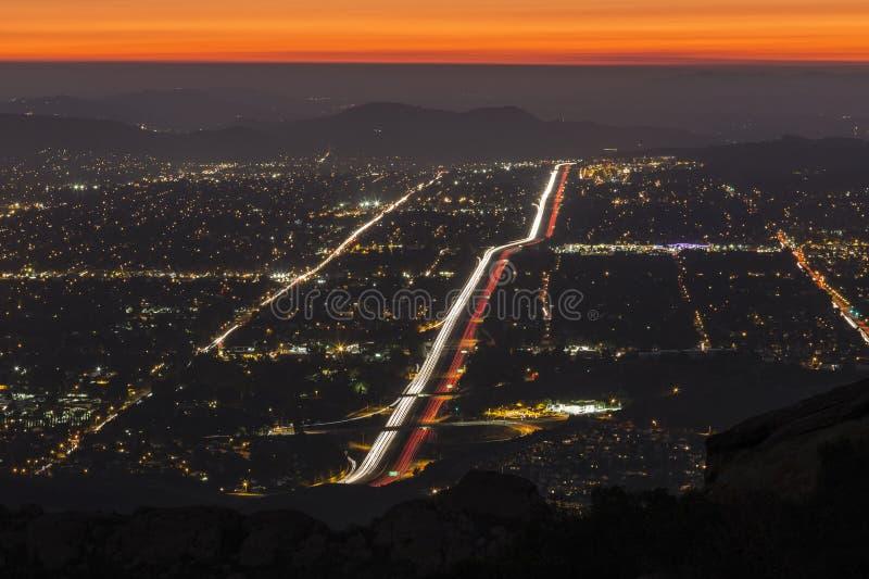 Simi Valley nära den Los Angeles natten royaltyfria bilder