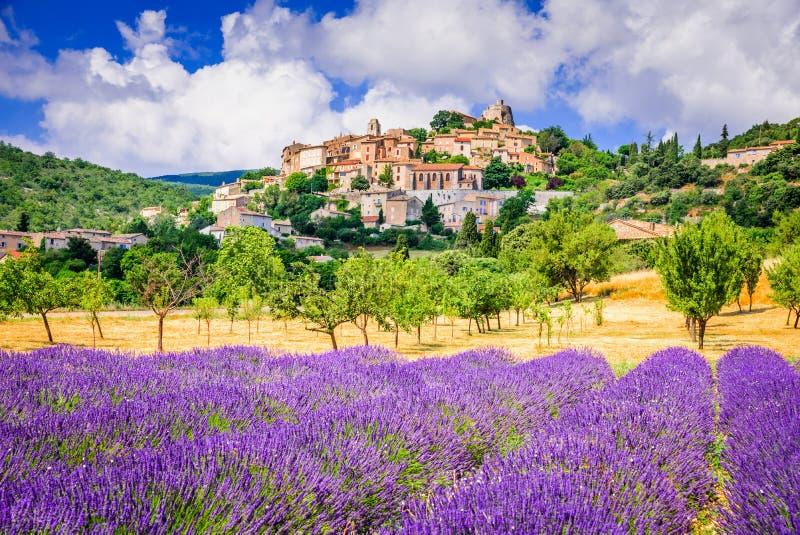 Simiane-la-Rotonde, Provence em França fotografia de stock royalty free