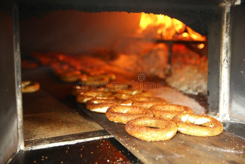 Simit bij bakkerij - Ongezuurd broodje royalty-vrije stock foto's