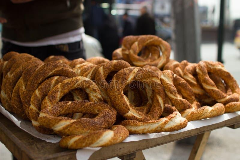 Simite turkish simit t rkish s середины быстро-приготовленное питания bagel Кофе завтра стоковая фотография