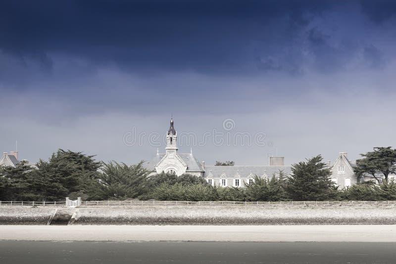 Simle extrahieren Schuss eines alten Schlosses auf einer kleinen Insel nahe Le C lizenzfreie stockfotografie