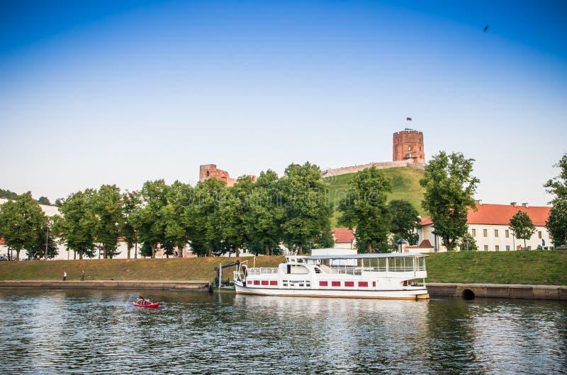 Simma yachten i Vilnius royaltyfria bilder