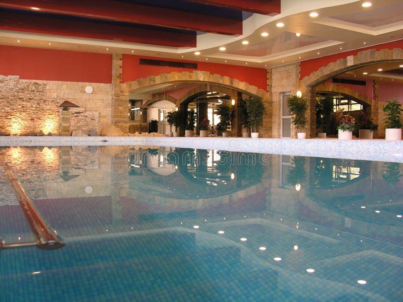 simning för klubbahälsopöl royaltyfri foto