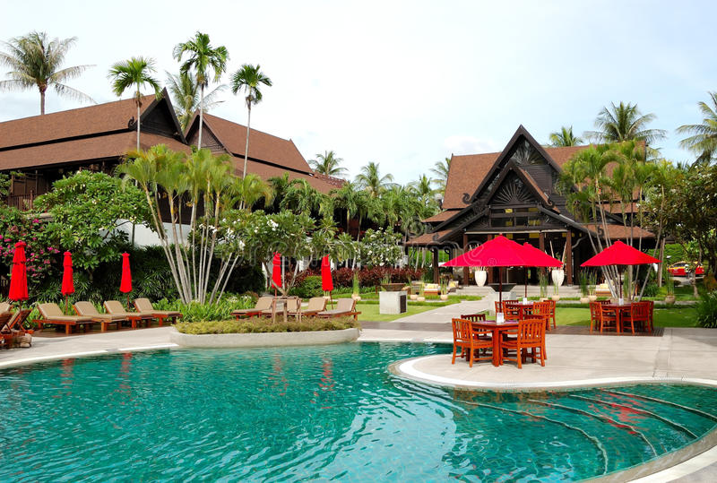 simning för pöl för hotelllobby lyxig near royaltyfria bilder