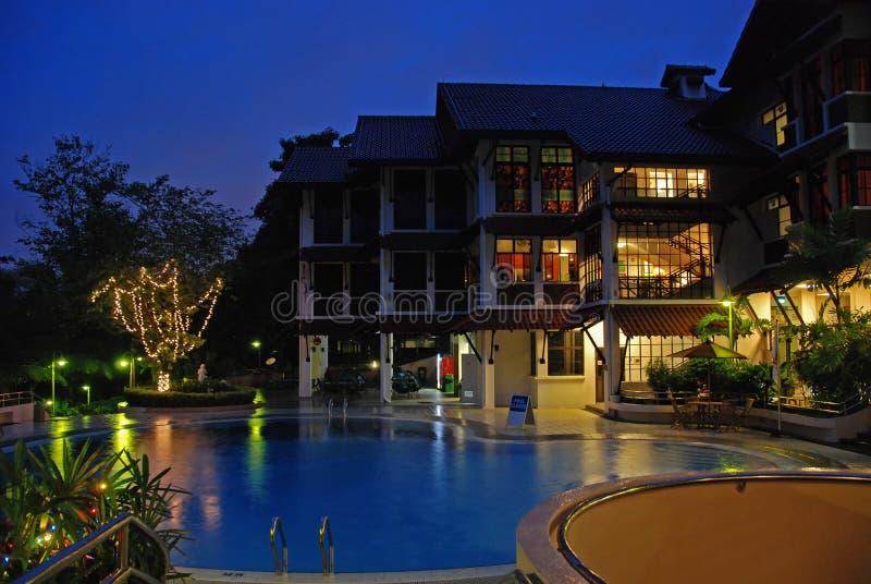 simning för plats för hotellnattpöl fotografering för bildbyråer