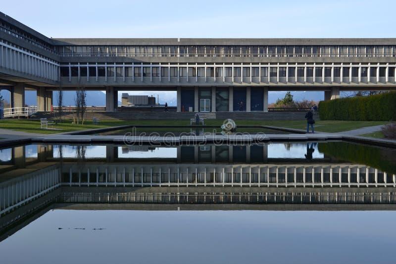 Simon Fraser University på det Burnaby berget, Vancouver, Kanada royaltyfria foton