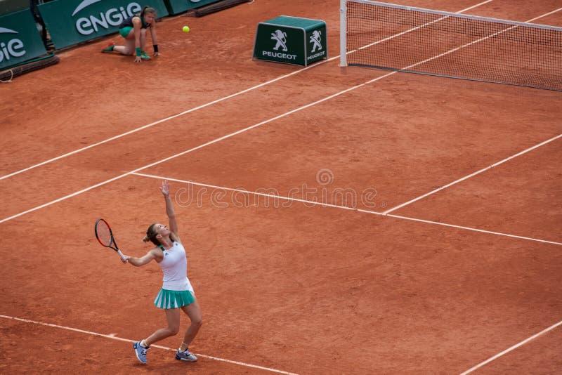 Simona Halep на Roland Garros стоковые фотографии rf