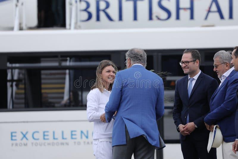 Simona Halep powroty stwarzają ognisko domowe z Wimbledon trofeum zdjęcia royalty free