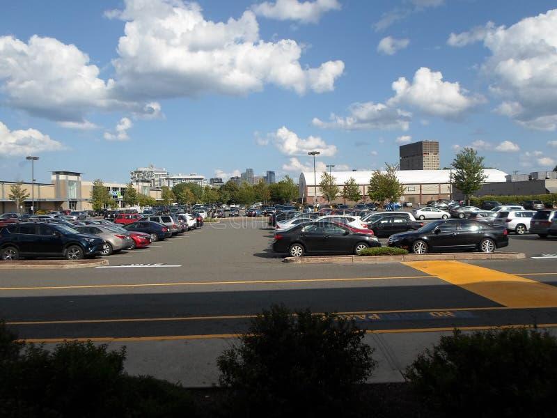 Simoni Skating Rink e Twin City Plaza, Somerville, Massachusetts, Stati Uniti fotografia stock