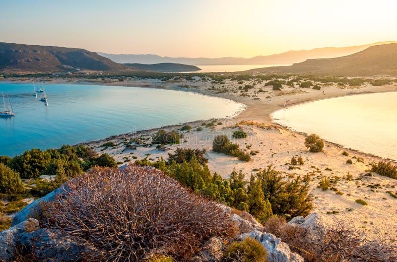 Simos海滩在埃拉福尼索斯岛海岛在希腊 埃拉福尼索斯岛是在伯罗奔尼撒和Kythira之间的一个小希腊海岛 图库摄影