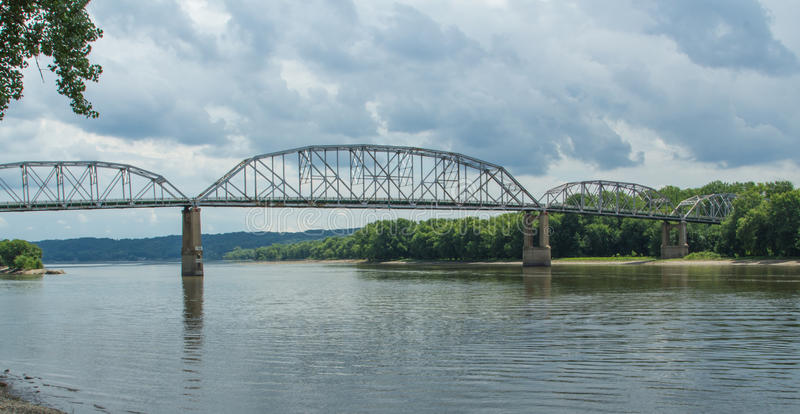 Simple Truss Bridge. A large steel through truss bridge carries Illinois State Highway 18 across the Illinois River south of the Peru-La Salle area and north of stock photography