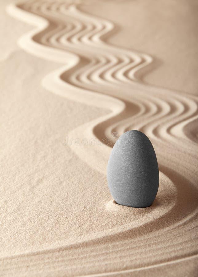 Simplicidad del balance del jardín de la meditación del zen fotos de archivo
