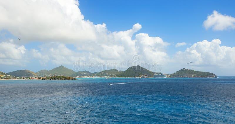 Simpson-Baai en Grote Baai - Philipsburg Sint Maarten - Caraïbisch tropisch eiland royalty-vrije stock fotografie