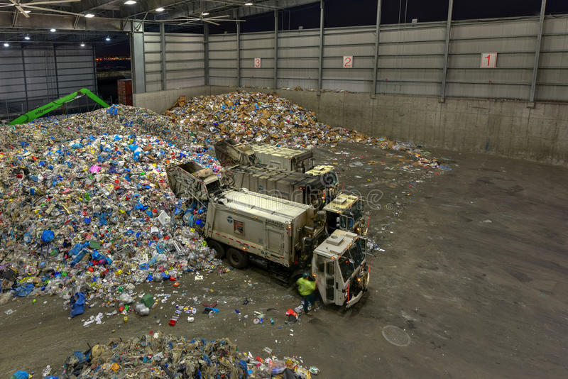 Sims kommunal återvinningmitt arkivbild