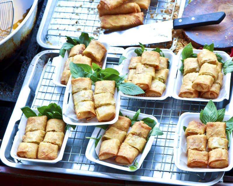 Sims tenui deliziosi, rotoli di molla dei pani tostati pronti da servire. immagini stock libere da diritti