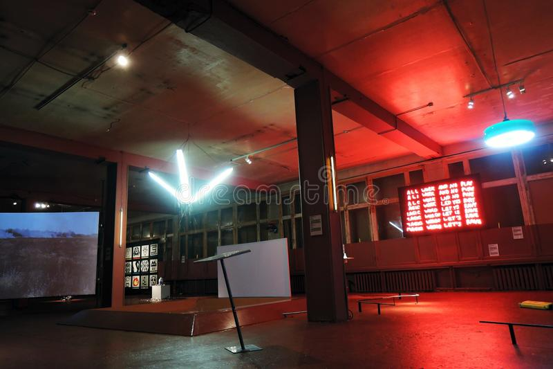 simsalabim Youngart Internationell modern konst biennale i Moskva royaltyfria bilder