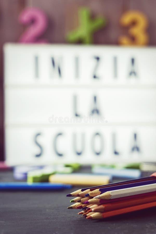 Simsen Sie Inizia La Scuola, Zurück Zu Schule Auf Italienisch ...