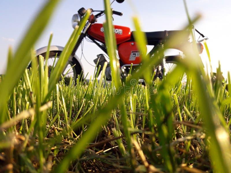 Simson S51 Enduro na śladzie fotografia royalty free