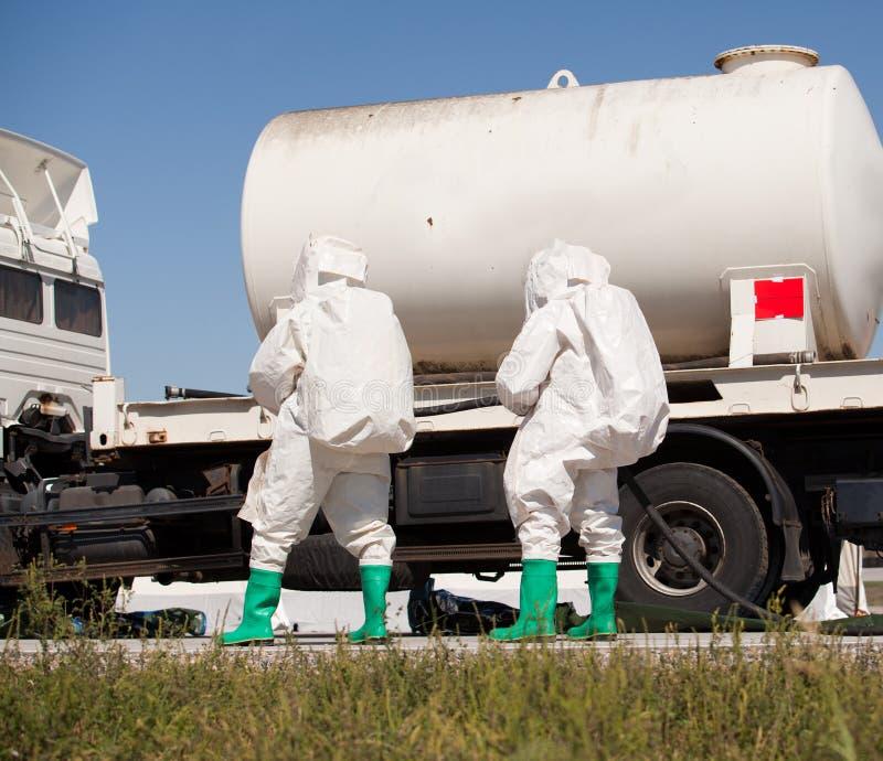 Derramamiento químico después del accidente de carretera foto de archivo libre de regalías