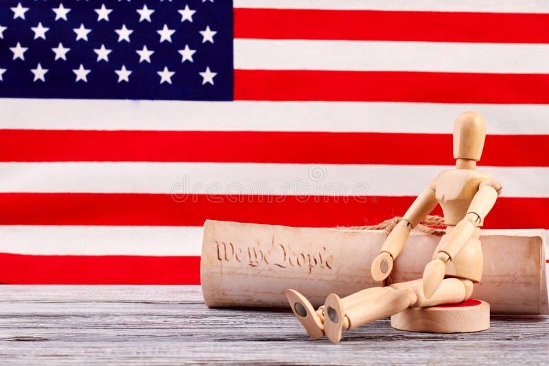 Simulacre en bois et constitution des Etats-Unis images stock