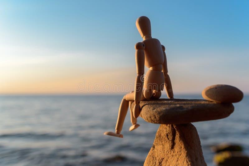Simulacre en bois sur la pierre photographie stock libre de droits