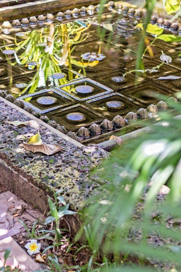 Simuleer de kelderverdieping van Siwa Leung het Hindoese fallische symbool van creatieve macht in het water, oogst Siem, Kambodja royalty-vrije stock foto's
