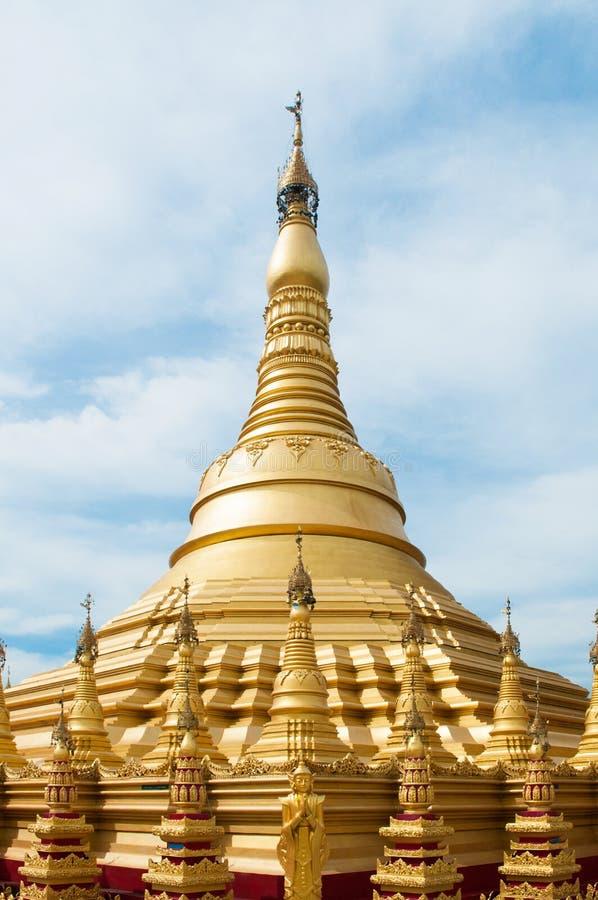 Simuleer van Shwedagon-Pagode bij Suwankiri-Tempel, Ranong, Thaila royalty-vrije stock afbeeldingen