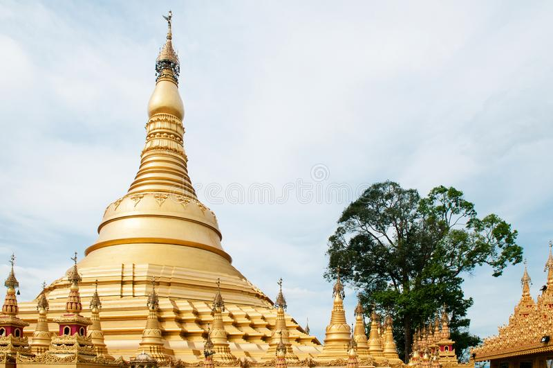 Simuleer van Shwedagon-Pagode bij Suwankiri-Tempel, Ranong, Thaila royalty-vrije stock afbeelding