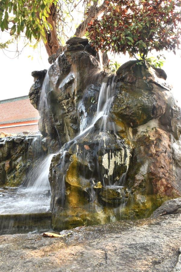 Simuleer van Waterval in tuin royalty-vrije stock fotografie