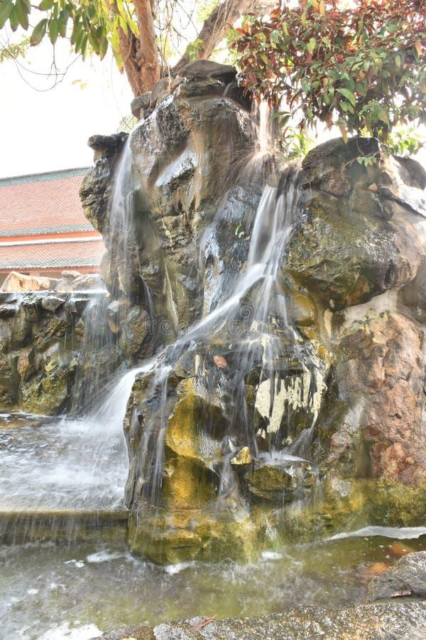 Simuleer van Waterval in tuin royalty-vrije stock afbeelding