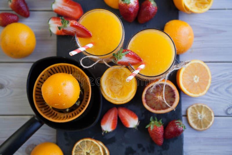 Sinaasappel en aardbei royalty-vrije stock afbeeldingen
