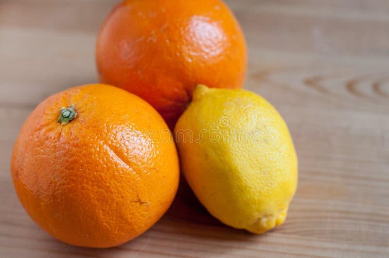 Download Sinaasappel en citroen stock foto. Afbeelding bestaande uit citrusvrucht - 39106496