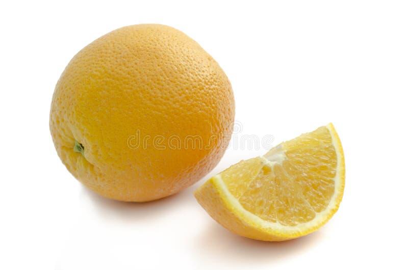 Sinaasappel en een plak royalty-vrije stock foto's