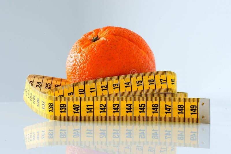 Sinaasappel en maatregelenband stock fotografie