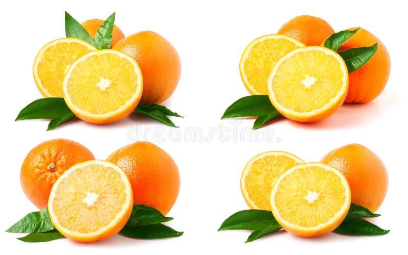 Sinaasappel met bladeren op witte achtergrond worden geïsoleerd die Reeks of inzameling royalty-vrije stock fotografie