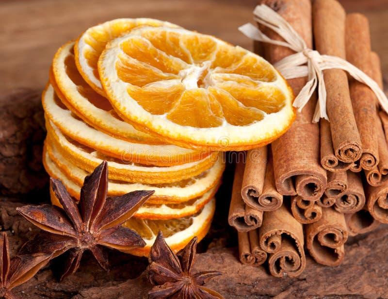Sinaasappel met Kaneel en Anijsplant stock afbeelding