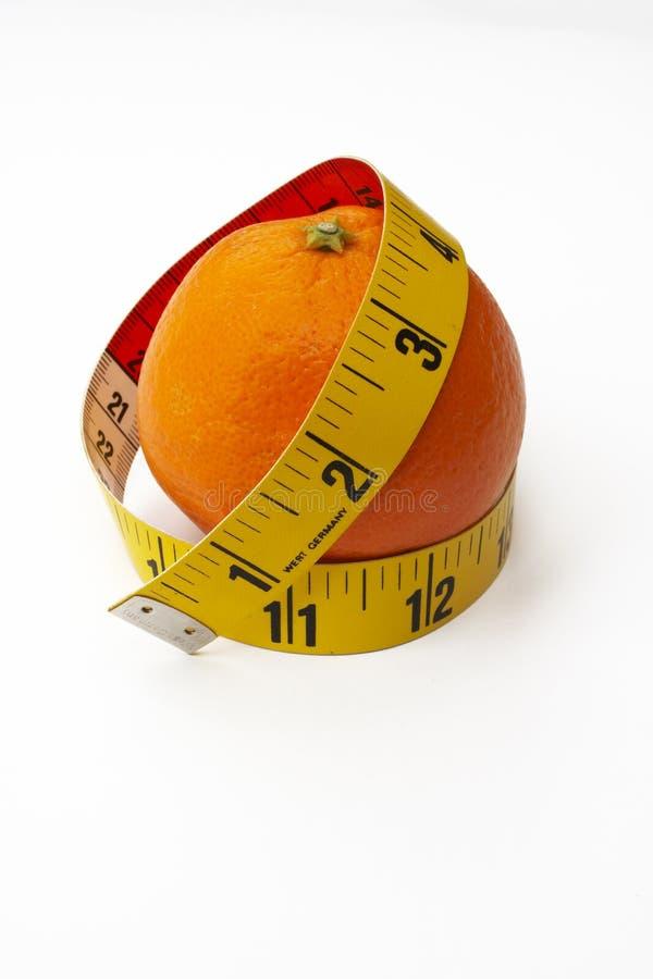 Sinaasappel met meetlint royalty-vrije stock afbeeldingen