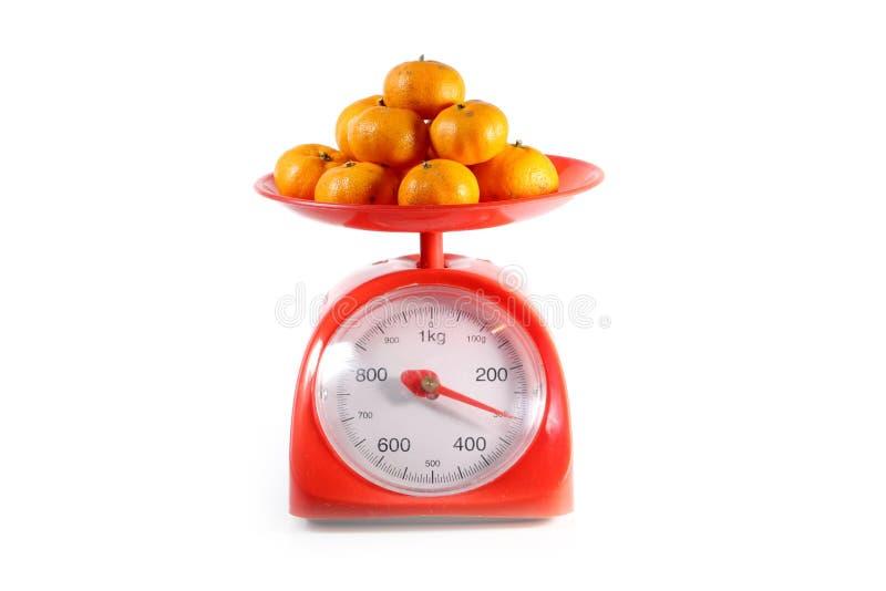 Sinaasappel op rood saldo royalty-vrije stock foto's