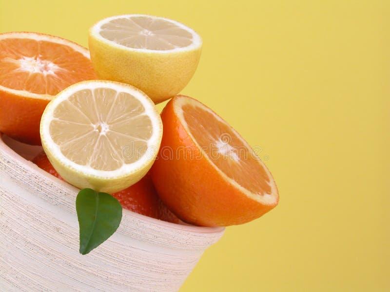 Sinaasappelen en citroenen stock afbeeldingen