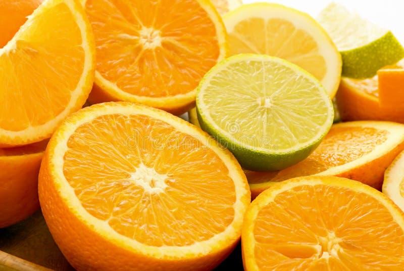 Sinaasappelen en Kalk stock afbeeldingen