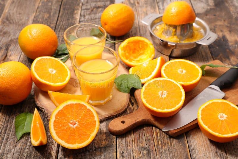 Sinaasappelen en sap stock foto