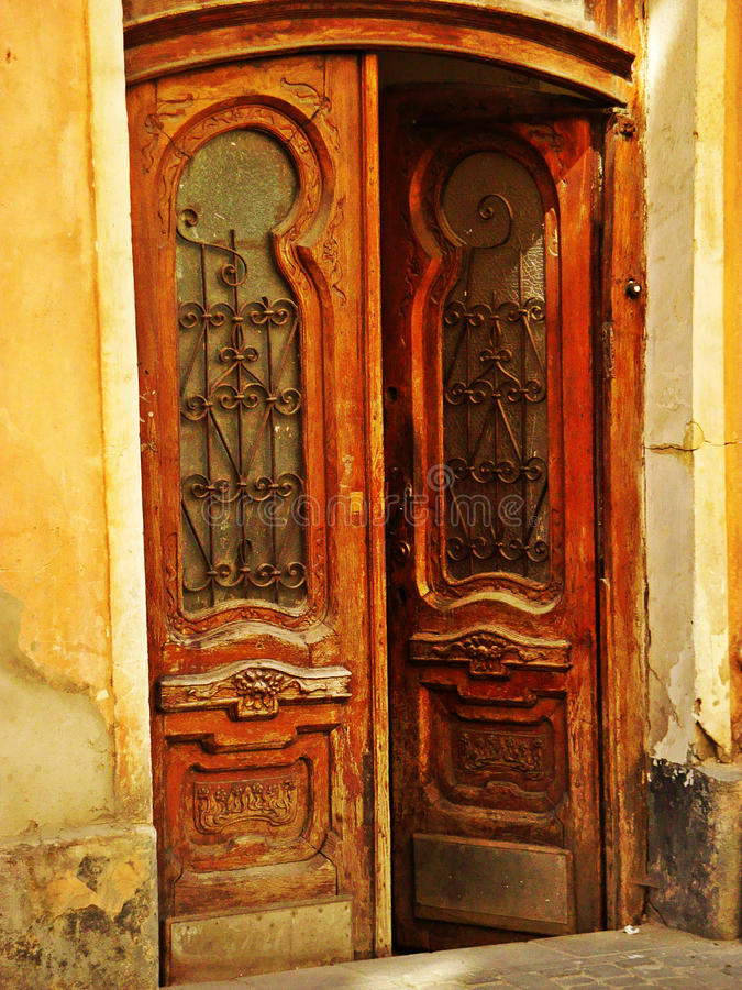 Sinagoga en Lviv, Ucrania La puerta principal imagen de archivo libre de regalías