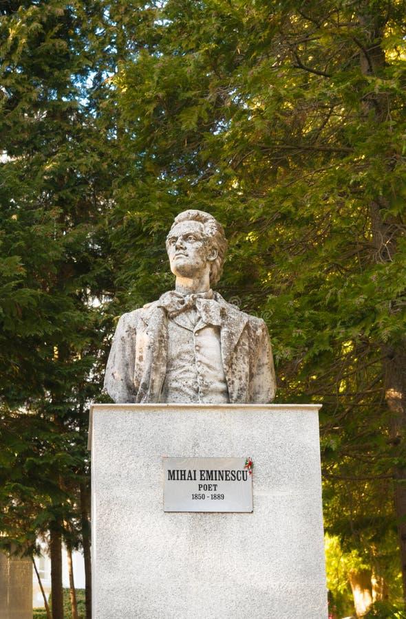 Sinaia, Romania - 9 marzo 2019: Statua di Mihai Eminescu, il più grande poeta rumeno immagine stock