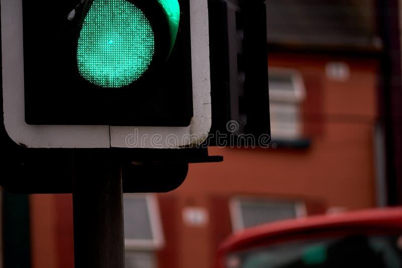 Sinais da cidade - luz verde em - close up fotografia de stock